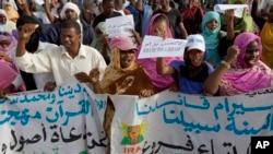 Des manifestants anti-esclavage lors d'une marche à Nouakchott, Mauritanie, 26 mai 2012.