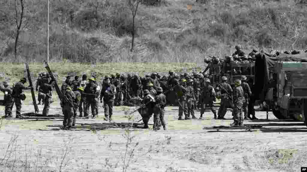 South Korean soldiers prepare for a military exercise, Paju, north of Seoul, South Korea, March 29, 2013.