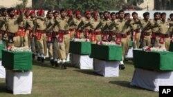 مراسم تدفین عساکر پاکستانی