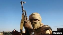 Anggota pasukan pemberontak Tuareg MNLA di kota Kidal, sebelah timur laut Kidal. (Foto: Dok)