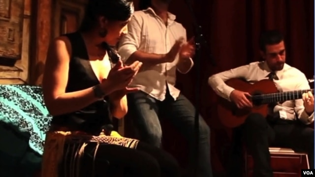 La Ruya is a California band with a unique flamenco style which incorporates Moorish and Arabic rhythms and instruments. (VOA/L. Shavelson)