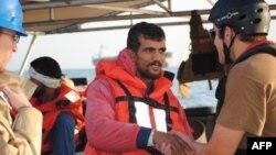 Катер ВМС США спас иранских моряков