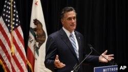 美国共和党总统候选人罗姆尼9月17日对记者们谈起他在加利福尼亚州科斯塔梅萨一次竞选筹款会上的一段被偷偷地录制的录像