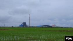 PLTU 1 Jawa Barat Indramayu berbahan bakar batubara di Desa Sumur Adem, Kecamatan Sukra, Kabupaten Indramayu, Jawa Barat. (Foto: Sasmito)