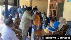 Menteri Pertahanan Prabowo Subianto hari Senin (26/4) mendatangi keluarga ABK KRI Nanggala 402, komandan KRI Letkol Laut (P) Heri Oktavian MSc. yang gugur di Selat Bali. (Foto: istimewa)