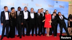 El elenco de la serie 'Homeland' celebra el éxito durante la entrega de los Premios Globo de Oro en 2012.