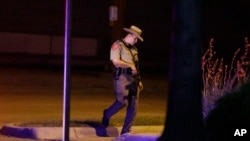 تحقیقات درباره تیراندازی مرگبار روز جمعه در یک پایگاه هوایی در ایالت تگزاس همچنان ادامه دارد
