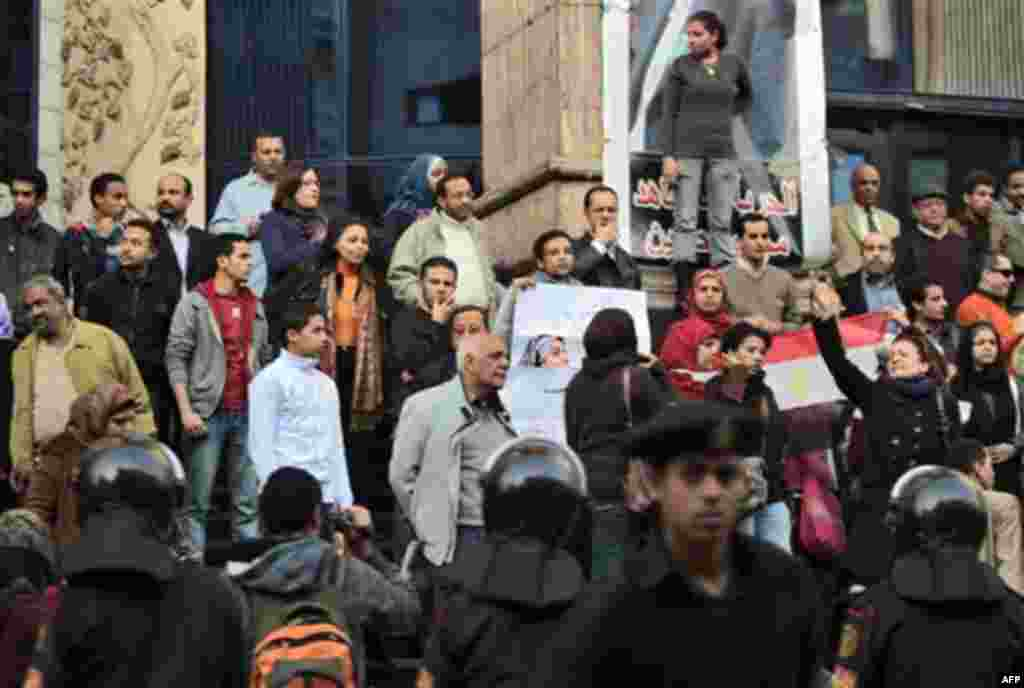 Egyptian anti-government activists chant slogans as they gather outside the Journalists Syndicate in downtown Cairo, Egypt, Thursday, Jan. 27, 2011. Egyptian President Hosni Mubarak's ruling party says it is ready to open a dialogue with the youths who ha
