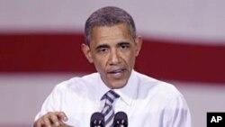 美国总统奥巴马6月28日访问美国中部爱奥华州一家航空设备制造厂。