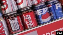 매장에 판매용으로 전시되어 있는 코카콜라와 펩시 음료수. (자료사진)
