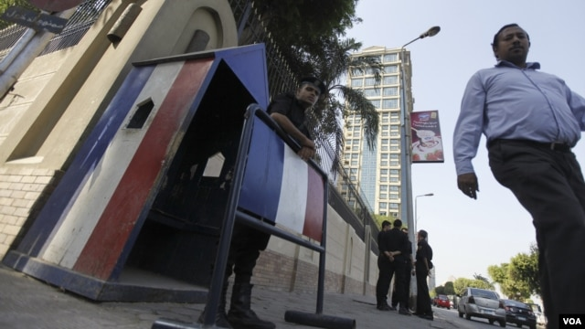 A riot policeman stands guard outside the French embassy in Cairo, September 19, 2012.