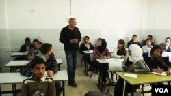 팔레스타인 장기수, 히브리어 교사 활동
