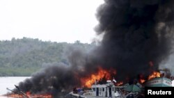 Indonesia destroys illigal fishing boats