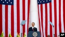 11일 베테랑스 데이를 맞아 미 바락 오바마 대통령이 알링턴 국립묘지에서 연설을 하고있다.