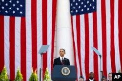 美国总统奥巴马2013年11月11日,在华盛顿的阿灵顿国家公墓发表讲话,赞扬美国军人对国家的贡献