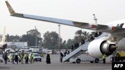 Des passagers arrivent à l'aéroport de Mitiga, Tripoli, Libye, le 20 janvier 2018.