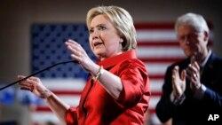 民主党总统候选人希拉里·克林顿在拉斯维加斯一场内华达民主党党团会议集会的台上。(2016年2月20日)