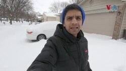 گھروں کے باہر برف ہی برف، امریکی شہری کیا کر رہے ہیں؟