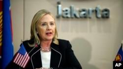 Američka državna sekretarka Hilari Klinton tokom govora na sastanku sekretarijata ASEANa, u Džakarti