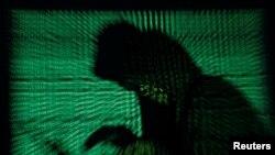 黑客发动恶意软件网络袭击模拟图