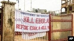 시에라 수도 프리타운의 한 건물에 '에볼라가 당신을 죽이기 전에, 먼저 에볼라를 죽이라'는 문구가 붙어있다. (자료사진)