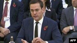 Ông James Murdoch điều trần, hôm 10/11/11, trước ủy ban các nhà lập pháp Anh điều tra về vụ xâm nhập điện thoại