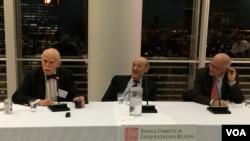 美中关系全国委员会举行美中关系正常化40年演讲会 (美国之音方冰拍摄)