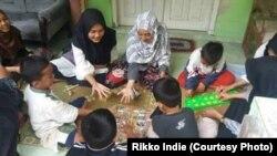 Permainan tradisional mendorong sosialisasi anak-anak lebih baik.