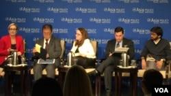 美國國防部軍事創新顧問馬爾庫塞(右二)3月27日參加亞洲協會政策研究所舉辦的討論會(美國之音葉林拍攝)