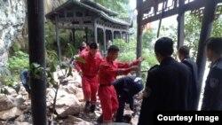 VOA连线(吴志健):台湾旅行团湖北遇土石流 三死两伤