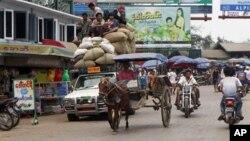 Nền kinh tế của Miến Điện đã bị suy sụp gần như hoàn toàn sau nửa thế kỷ nằm dưới sự cai trị và quản lý sai trái của tập đoàn quân nhân