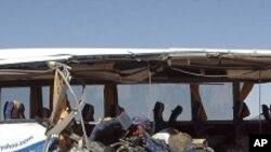 پاکستان کې د بس او ټانکر ټکر ٣٢ تنه ووژل