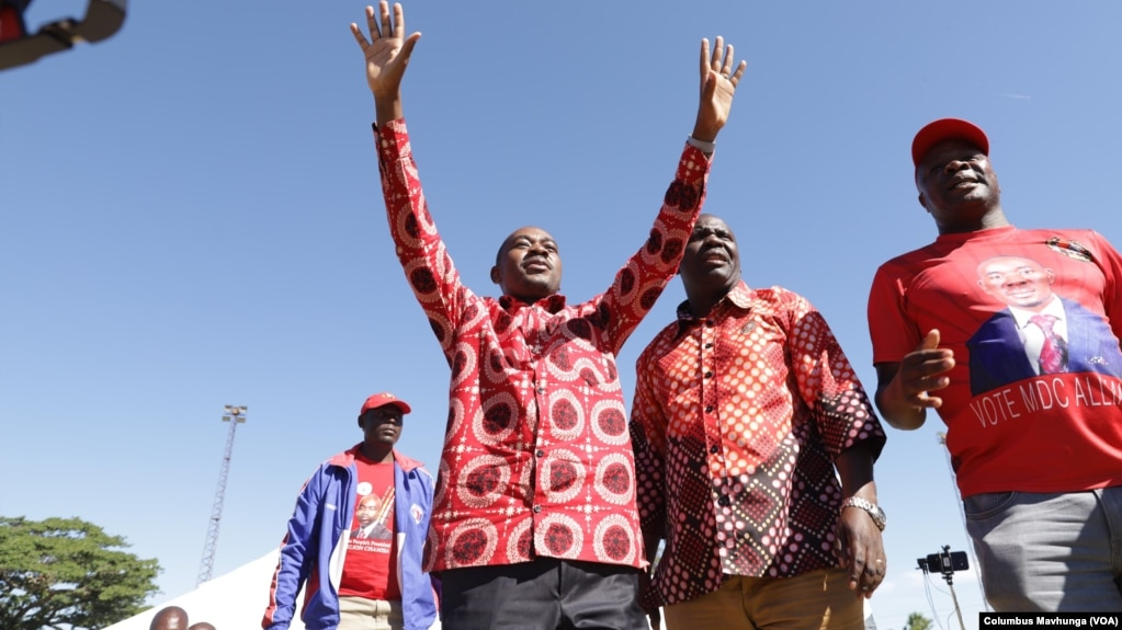 Zimbabwe's main opposition party leader, Nelson Chamisa arriving in Marondera district about 80 km east of Harare, November 10, 2018 to address members of his the Movement for Democratic Change .
