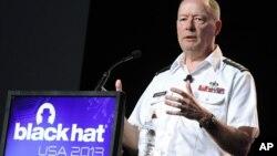 El general Keith Alexander, director de la Agencia de Seguridad Nacional, participa en la conferencia de hackers Black Hat, en Las Vegas, Nevada.