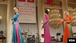 俄罗斯越南加强合作。去年夏季在莫斯科等俄罗斯主要城市举办了越南文化节活动。(美国之音白桦拍摄)