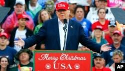 候任總統唐納德川普12月17日在阿拉巴馬州答謝之旅中講話。