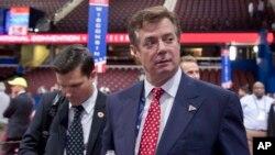 Tư Liệu - Chủ tịch chiến dịch tranh cử của ứng cử viên Donald Trump, ông Paul Manafort, đi một vòng quanh khu vực hội trường trước phiên khai mạc Hội nghị Toàn Quốc đảng Cộng hòa ở Cleveland.