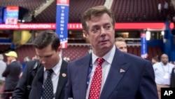 Paul Manafort parle aux journalsites lors de la convention républicaine, Cleveland, 17 juillet 2016.