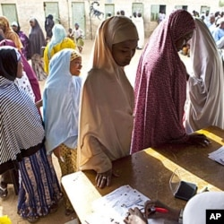 Women queue to cast their ballots in Nigeria's parliamentary elections in the northern city of Kano, April 9, 2011