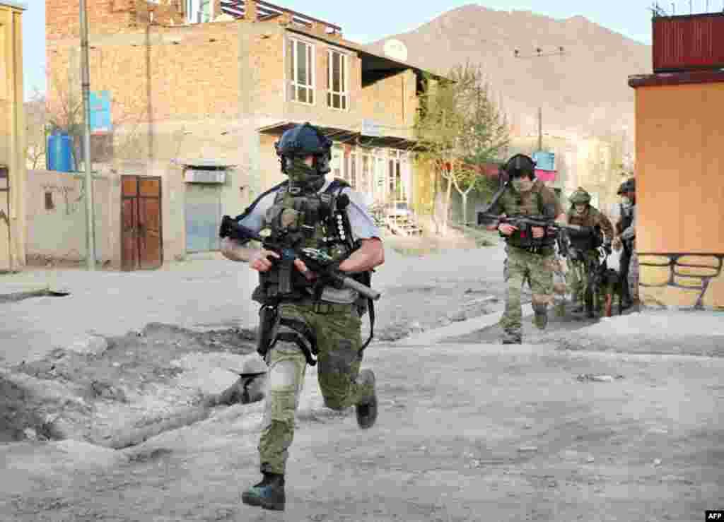 NATO soldiers run during a gun battle in Kabul, April 15, 2012. (AP)