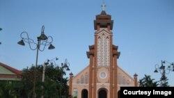 Nhà thờ Cồn Dầu (Ảnh: huynhngocchenh.blogspot)