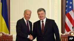 U.S. Vice President Joe Biden, left, and Ukrainian President Petro Poroshenko pose for a photo after a joint press conference in Kyiv, Ukraine, Jan. 16, 2017.