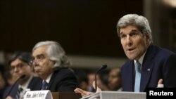 美國國務卿克里星期四在國會參議院外交委員會一次充滿爭議的聽證會上大力推動伊核協議。