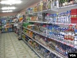 俄国影响早已渗入蒙古文化。蒙古首都乌兰巴托商店中的伏特加酒。