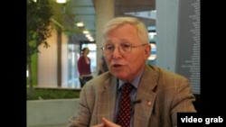 巴尔的摩大学法学院教授拜伦•沃恩肯。(照片来源:视频截图)