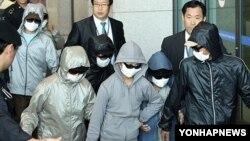 인천국제공항을 통해 한국으로 입국하는 탈북자들. (자료사진)