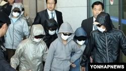 인천국제공항을 통해 입국하고 있는 탈북자(자료사진)