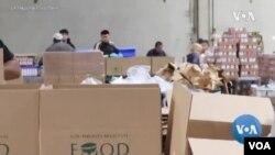 Kegiatan pendistribusian makanan di Los Angeles Regional Food Bank. (Foto: videograb).
