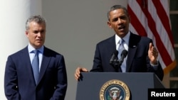 10일 백악관에서 2014 회계연도 예산안을 발표하는 바락 오바마 미국 대통령(오른쪽). 그 옆에는 제프리 지엔츠 백악관 예산관리 국장.