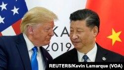 Presiden Amerika Donald Trump saat bertemu dengan Presiden China Xi Jinping di Osaka, Jepang, 29 Juni 2019. (Foto: dok).